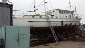 Bedding i Rødvig, 25 meter lang træbåd på bedding 01