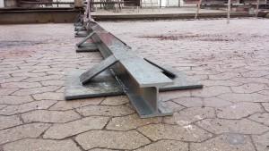 Bedding i Rødvig, 25 meter lang træbåd på bedding, ny skinneunderstøtning svejst op i stål
